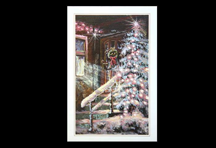 Kort med maleri av et snedekket, opplyst juletre forann en dør med julekrans. Bilde.