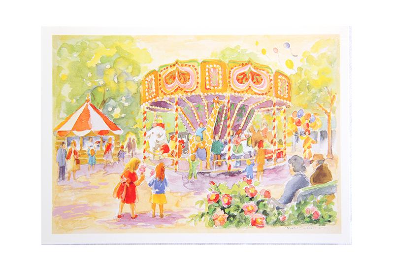 Kort med motiv av et tivoli med en karusell og mange barn. Bilde.