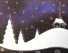 Kort med motiv av mørkebblå himmel med hvitt landskap og mange stjerner og snekrystaller. Bilde.