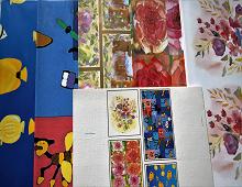 Sommergavepapir med fisker, blomster , bamser og forskjellig motiv. Bilde.