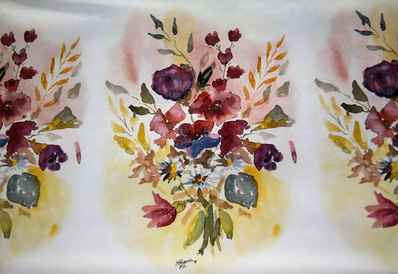Sommergavepapir med blomsterbukett i forskjellige farger. Bilde.