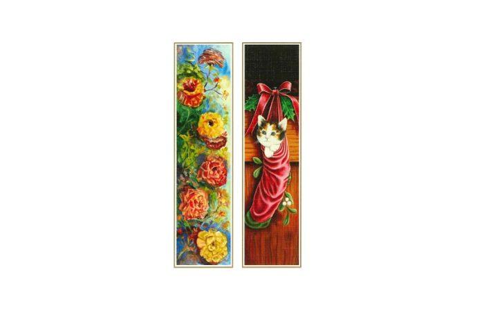 Bok merker med bilde av blomster og katt i julestrømpe. Bilde.