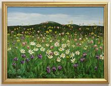 Originalmaleri av munnmaler Sigrid Slora. Blomstereng og fjell. Bilde.