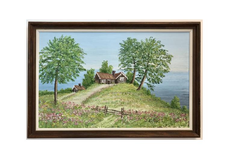 Originalmaleri av munnmaler Sigrid Slora. Små hus på en liten kolle og vann i bakgrunnen. Bilde.