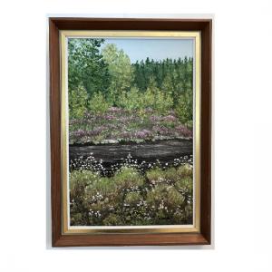 Originalmaleri av munnmaler Sigrid Slora. Naturmotiv av rennende bekk, blomster og trær. Bilde.