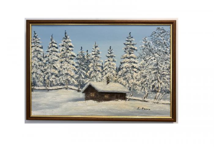 Originalmaleri av munnmaler Sigrid Slora. Vintermotiv av laftehytte i skogen med snødekte trær. Bilde.