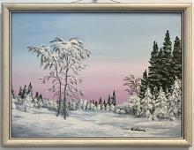 Originalmaleri av munnmaler Sigrid Slora. Vintermotiv med snødekte trær og et nydelig lys på himmelen. Bilde.